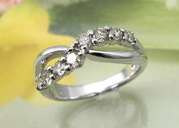ダイヤモンドピンキーリング