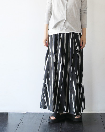 mathieu-prのスカートのモデル着用画像