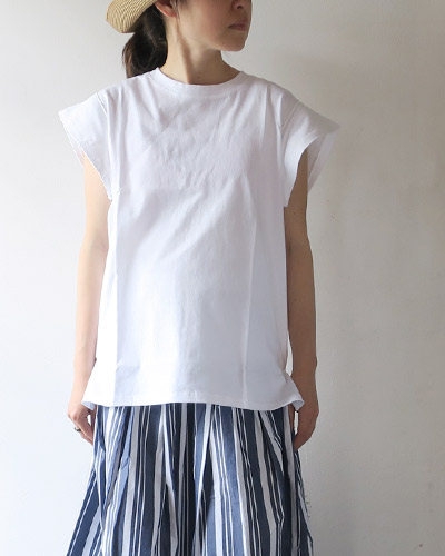 eastbyeastwestのカットソーのモデル着用画像
