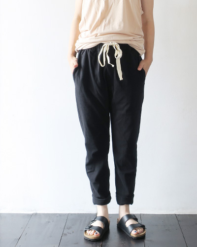 bassikeのパンツのモデル着用画像