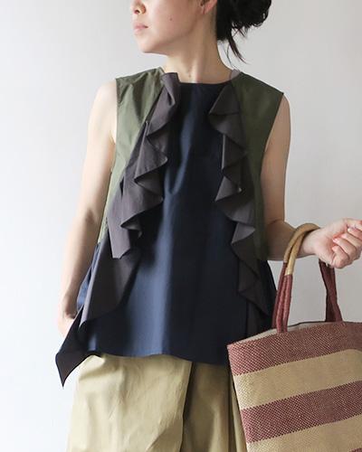 marimekkoのベストのモデル着用画像