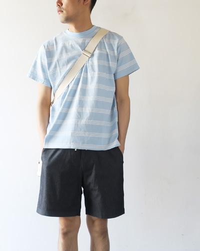 Necessary or UnnecessaryのTシャツのモデル着用画像