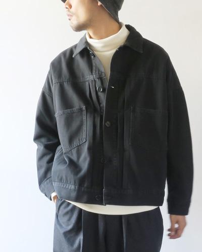 Basisbroekのジャケットのモデル着用画像