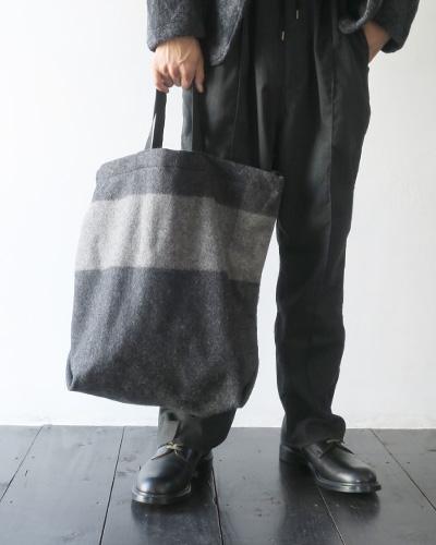 Engineered Garmentsのバッグのモデル着用画像