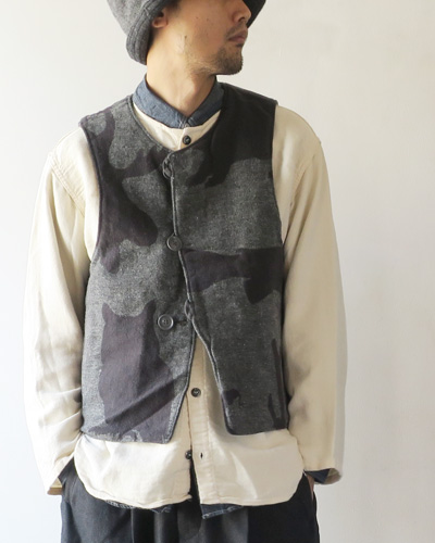 Engineered Garmentsのベストのモデル着用画像