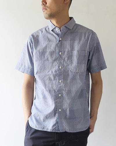 KATO` BASICのシャツのモデル着用画像