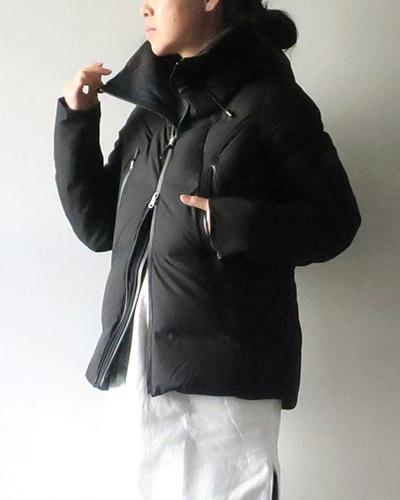DESCENTE ALLTERRAINのダウンジャケットのサムネイル画像