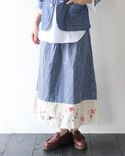KAPITALのスカートのモデル着用画像