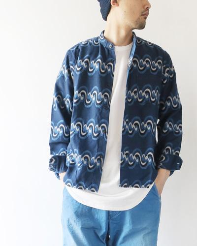 TIGRE BROCANTEのシャツのモデル着用画像
