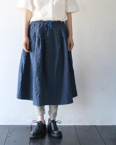 TIGRE BROCANTEのスカートの着用画像