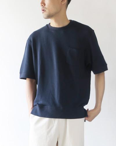 FLISTFIAの半袖スウェットのモデル着用画像