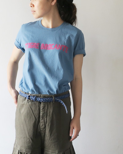 TIGRE BROCANTEのTシャツのモデル着用画像