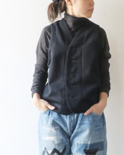 Yarmoのベストのモデル着用画像