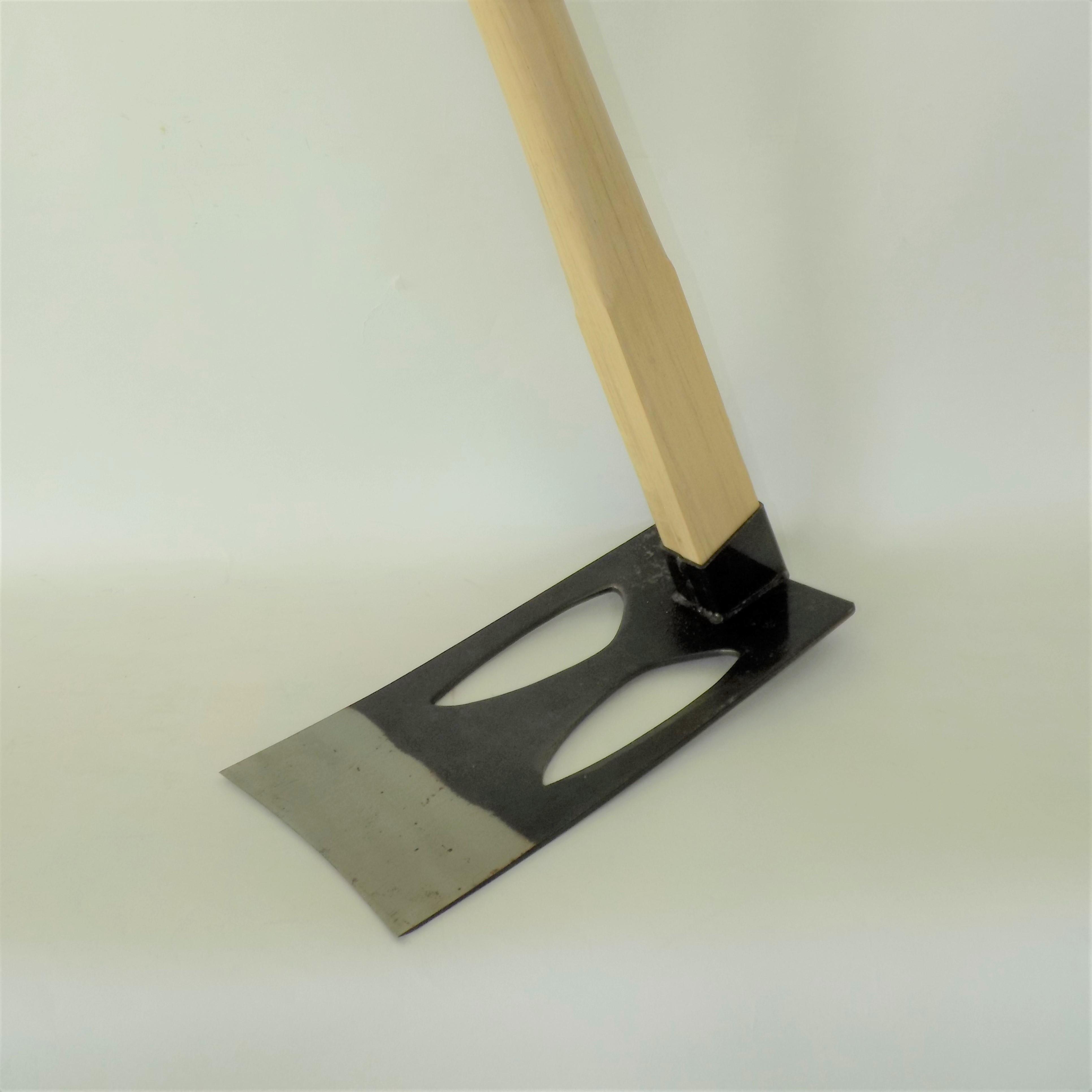 【軽快 窓鍬】鍬専門メーカーのオリジナル 土離れの悪い粘土質向き 窓開き軽くて丈夫な平鍬