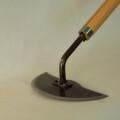 【押しても引いても鎌】刃を前後に動かして使う草削り