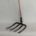 【茨城型四本万能鍬】ご当地型の大振りな四本刃をもつ鍬