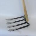 【畑万能剣先鍬】プロ仕様の大振りな四本刃をもつ鍬 剣先タイプ