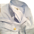 水色シャツ
