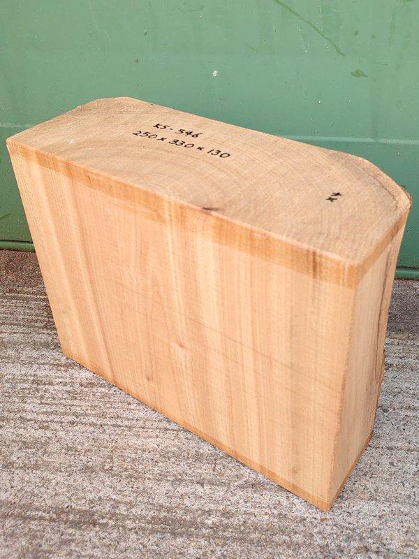 KS-546 楠クスノキ 彫刻用材 250×330×130 天然乾燥材