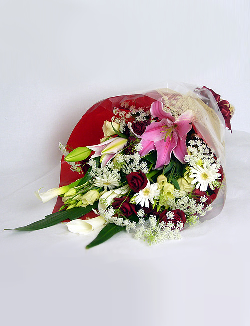 ユリと赤バラの花束