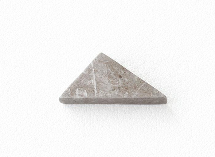 デンバー2019!珍品!超限定!ギベオン隕石の原石カット 17.5×13.6mm  No.3  【天然石・パワーストーン】
