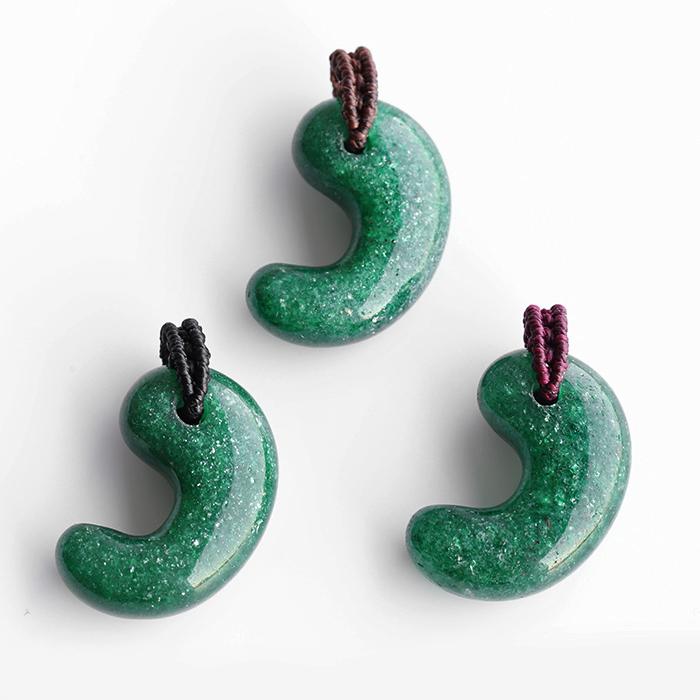 【まくらめ編み】グリーンアベンチュリンのSAの勾玉ペンダント  【タイプ4】         パワーストーン/天然石