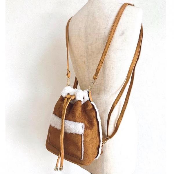 フェイクムートン生地の、温かみのある3WAYバッグ。