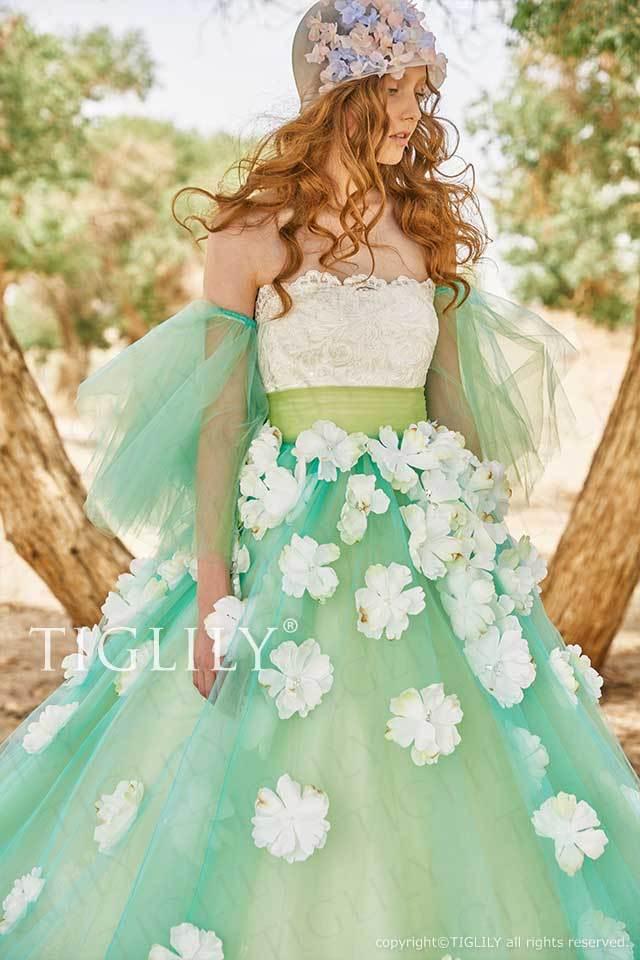 TIGLILYのグリーンのオーバースカート、スリーブ付き、白いお花のフラワーカラードレスc194