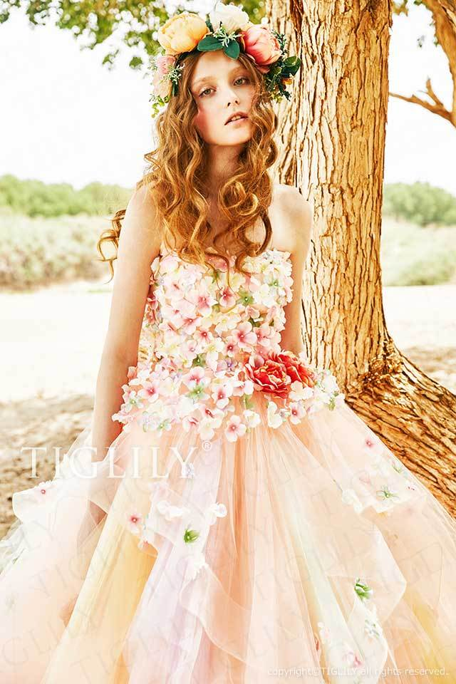 TIGLILYのオレンジピンクの気品漂う上品で大人可愛いお花のフラワードレスc197