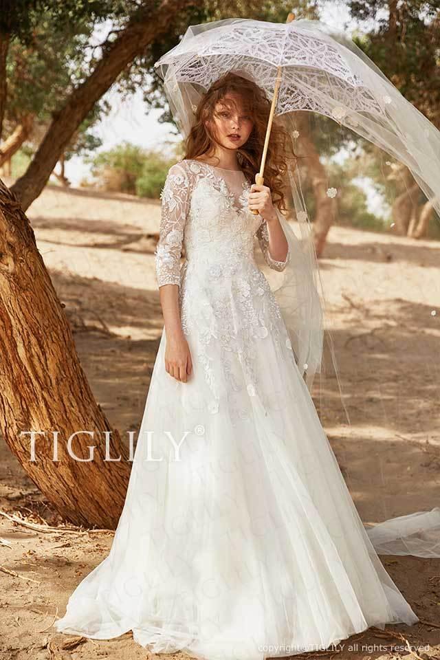 TIGLILYの袖付きでレースの上品大人のホワイトウエディングドレスw350、選べるオーバースカートで2wayや3wayも楽しめるドレス