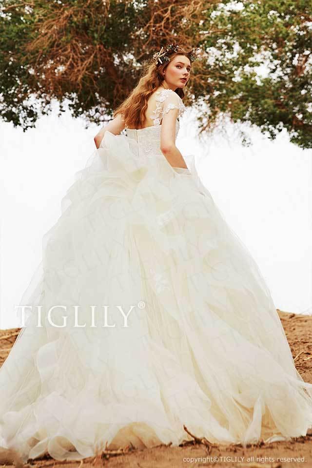 TIGLILYのスリーブ付きの後ろ姿が可愛いホワイトウエディングドレスw351