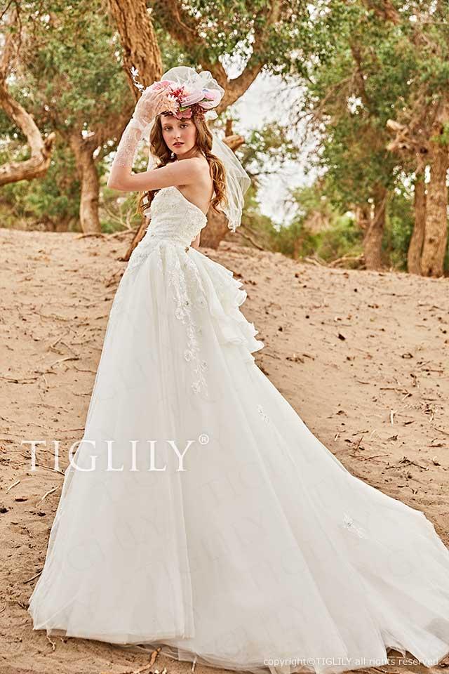 TIGLILYのバックリボンが可愛いホワイトウエディングドレスw363