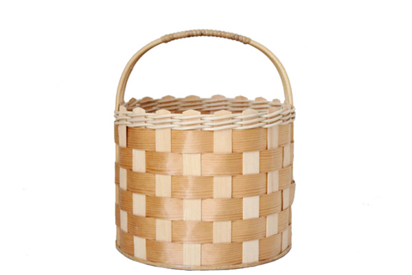 北欧で見つけた古道具          Pine Basket / モミの木のバスケット(ラタンのハンドル)