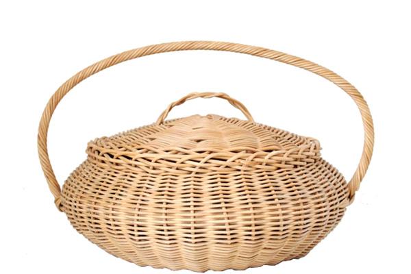 北欧で見つけた古道具          Rattan Basket / ラタンのバスケット(蓋付)