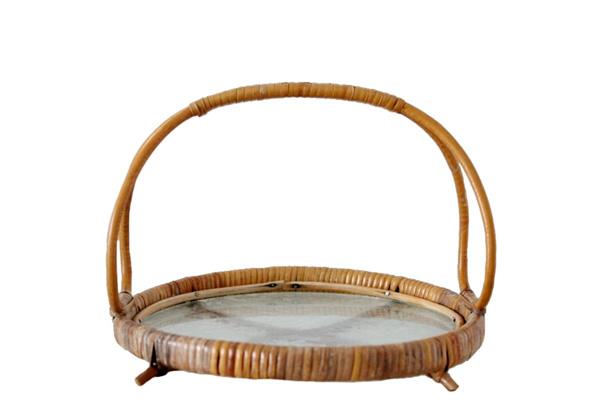 北欧で見つけた古道具          ラタンとガラスの卓上トレイ T1