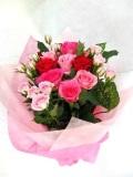 バラが大好きな方へ 赤ピンク系花束