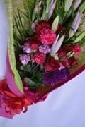 ユリ ダリア トルコ 赤バラ花束