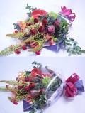 赤バラとドライ素材を使った花束