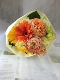 【全国送料無料】ブーケ風花束キュート カラフルな色合いのキュット束ねた花束
