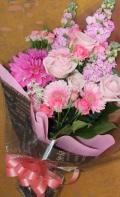 【全国送料無料】ピンク系花束 季節の旬なお花を使って大人可愛く