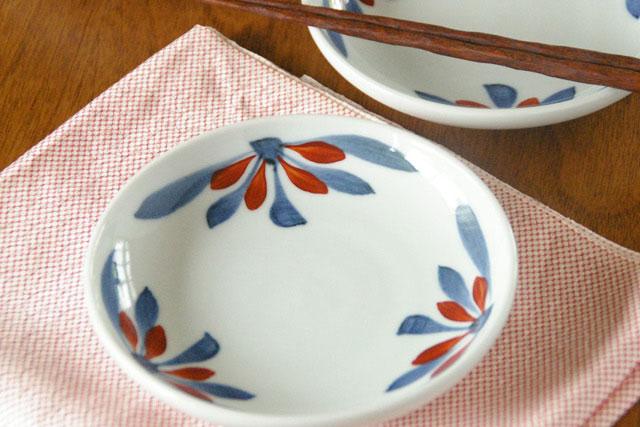 【砥部焼 梅山窯】ごす赤菊の取皿(4.6寸)
