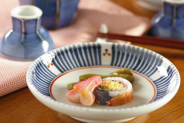 【砥部焼 梅山窯】とくさみつ紋の取皿(4.6寸)