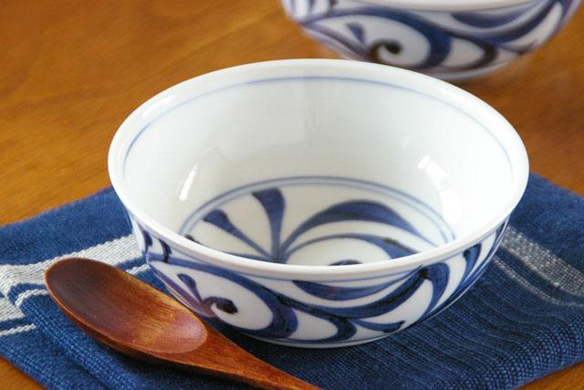 【砥部焼 梅山窯】外底からくさの多用鉢(4.7寸)
