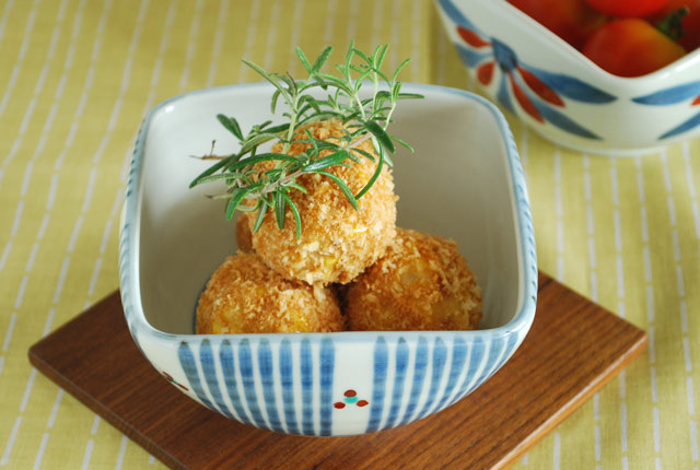 和食器・砥部焼 とくさみつ紋の四方鉢