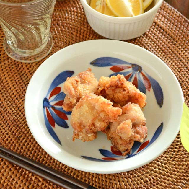 和食器・砥部焼 ごす赤菊の縁付深皿(5寸)