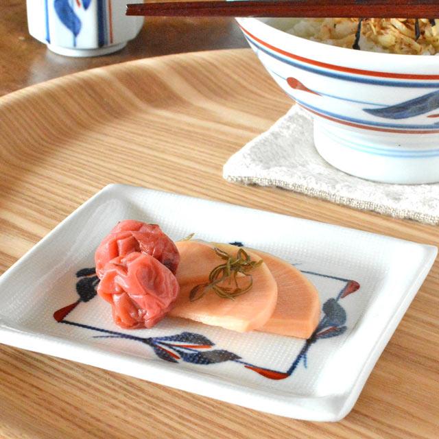 和食器・砥部焼 みつ葉の布目角皿(4.6寸)