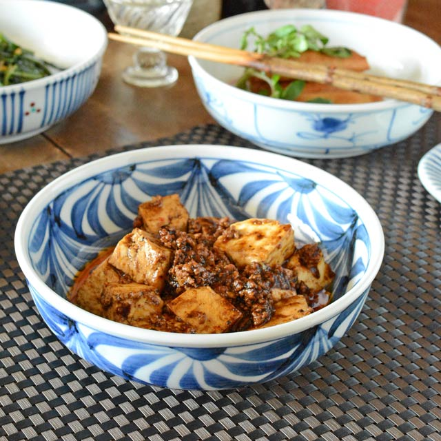 和食器・砥部焼 流れ菊の平鉢(6寸)