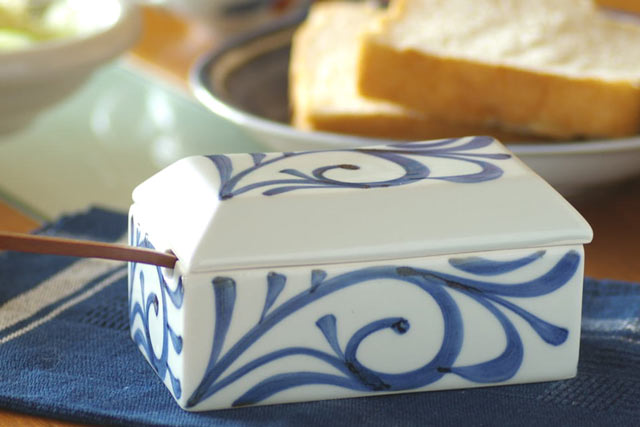和食器・砥部焼 からくさのバターケース
