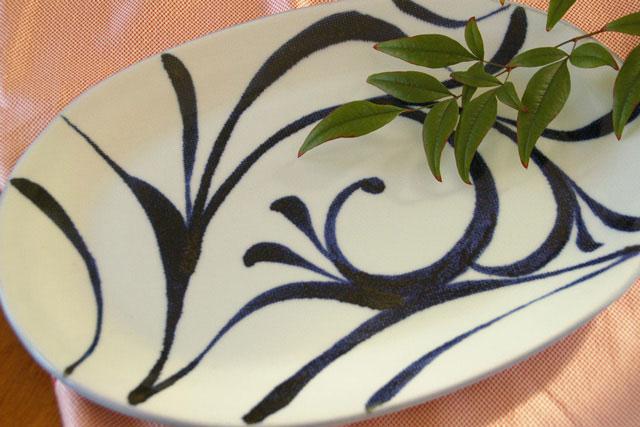 【砥部焼 梅山窯】からくさの布目楕円大皿(尺2寸)