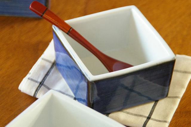 【砥部焼 梅山窯】藍色の角小鉢